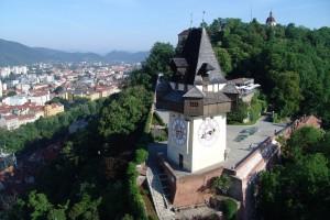 Graz –  Nazwa miasta wywodzi się od słoweńskiego wyrazu Gradec oznaczającego mały zamek.