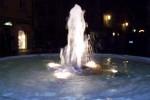 Klagenfurt nocą, fontanna na Alter Platz.