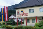 Przed Przełęczą Pyrneńską i granicą Górnej Austrii ze Styrią spokojne miasteczko Spital am Pyhrn. Być może, bursztynowi kupcy zatrzymywali się tutaj, przed jeszcze trudniejszymi odcinkami w Alpach. Ja wykorzystuję spokojny spacer i podziwiam budynek remizy strażackiej.