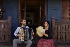Głos naturalny w pieśniach tradycyjnych.