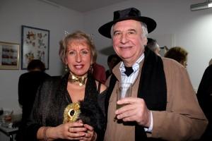 Dr.Walenty Makar i organizatorka wystawy, Krystyna Meduna