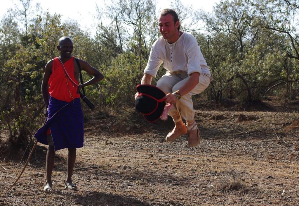 Żywcem w Afryce • Wyprawa górali żywieckich do Afryki – podróż w tradycyjnych strojach przez Kenię, Ugandę i Tanzanię.