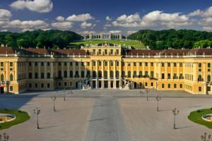 Wirtualny spacer po pałacu Schönbrunn – panorama sferyczna pałacu.