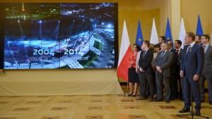 Premier Donald Tusk podczas konferencji prasowej na temat 10. rocznicy wejścia Polski do Unii Europejskiej. Fot. PAP/Radek Pietruszka