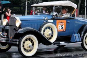 W środku Wiednia 100 lat historii samochodów i motocykli.