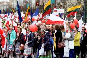 Tysiące Polaków na ulicach Wilna.