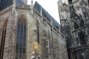Tajemnice Katedry św. Szczepana i jej okolic – oprowadzanie z polską przewodniczką.