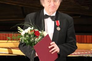 """Medal """"Bene Merito"""" dla Maestro Marka Kudlickiego"""